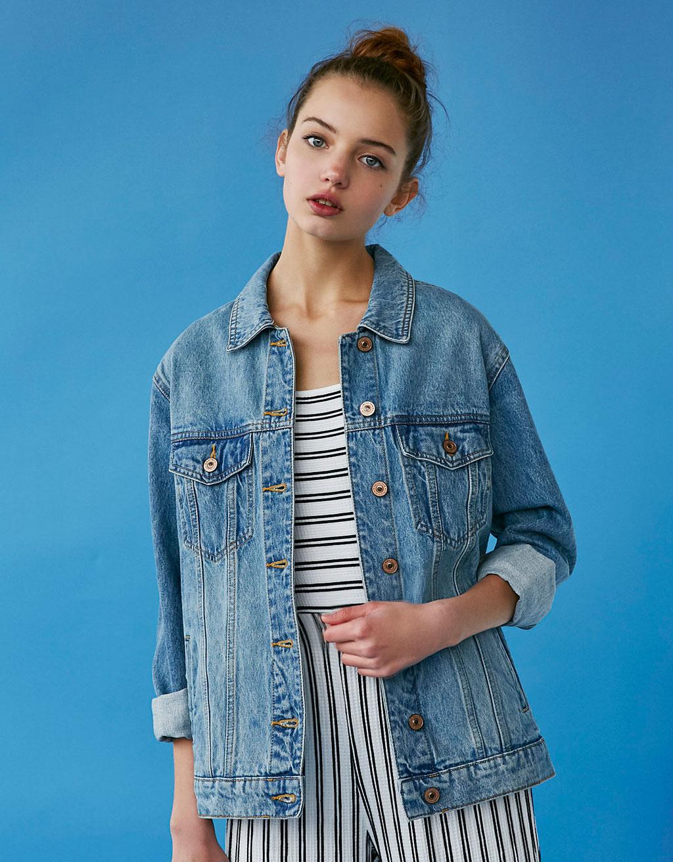 Фото джинсовой куртки на девушке
